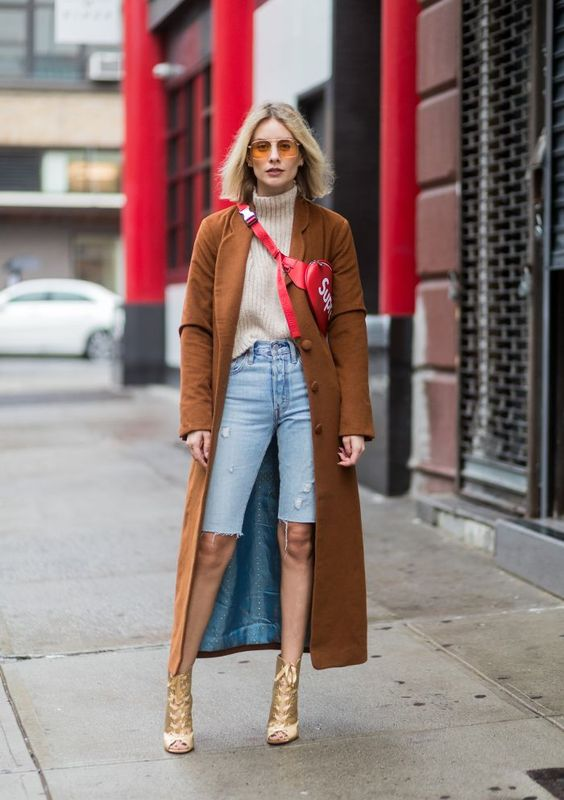 What Tops Women Should Wear With Bermuda Shorts This Fall 2022