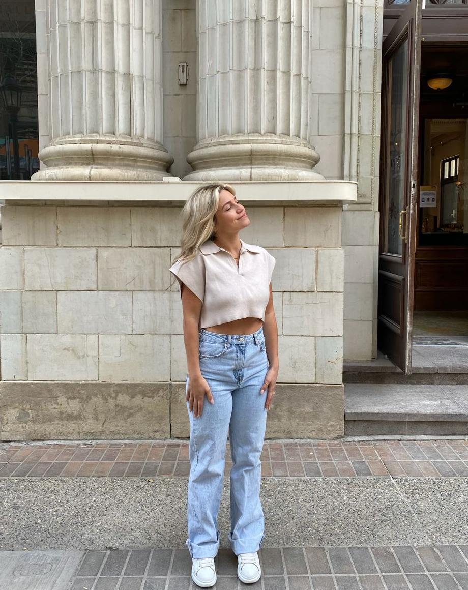 Best Tips For Styling Mom Jeans: Fast Outfit Ideas 2022