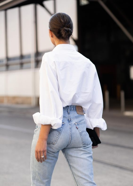 Can Women Wear White Shirts With Jeans 2022